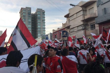 Multitudinario festejo de riverplatenses en el centro